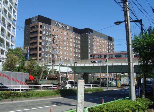 アパホテル<潮見駅前>と京葉線の高架