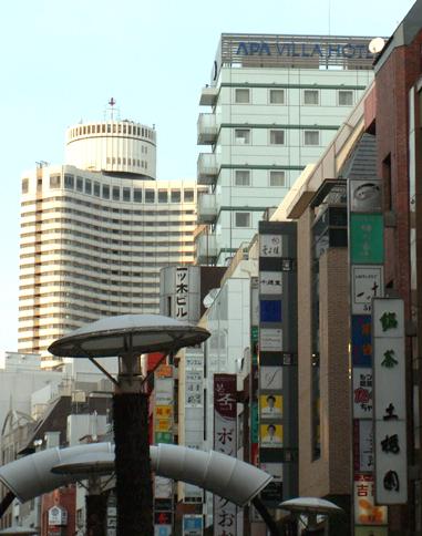 赤坂一ツ木通りに建つアパヴィラホテル赤坂見附