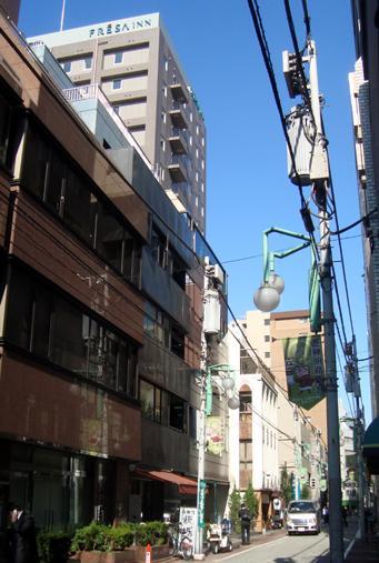 芝神明商店会の通りに位置する相鉄フレッサイン浜松町大門