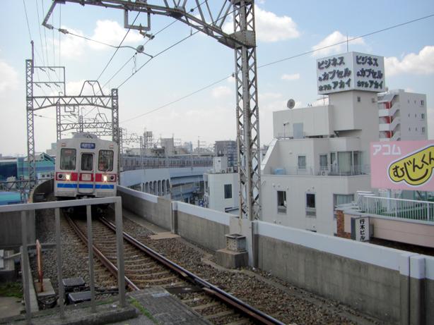 「ビジネス&カプセル ホテル アカイ」と京成電鉄
