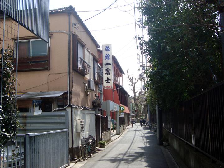 浅草のレトロ旅館「一富士」