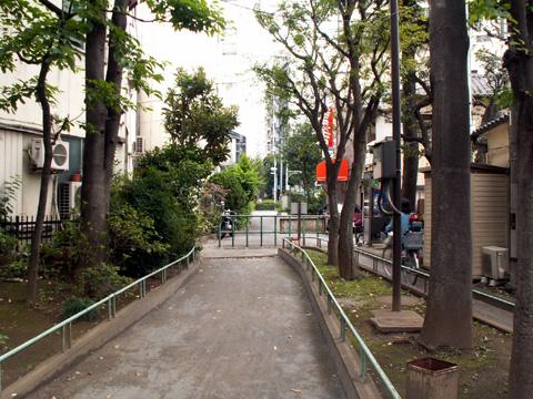 神田上水助水路跡の遊歩道