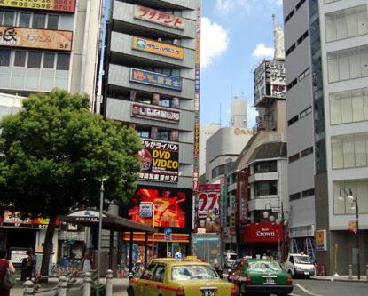 赤羽駅東口とカプセル&サウナ錦城