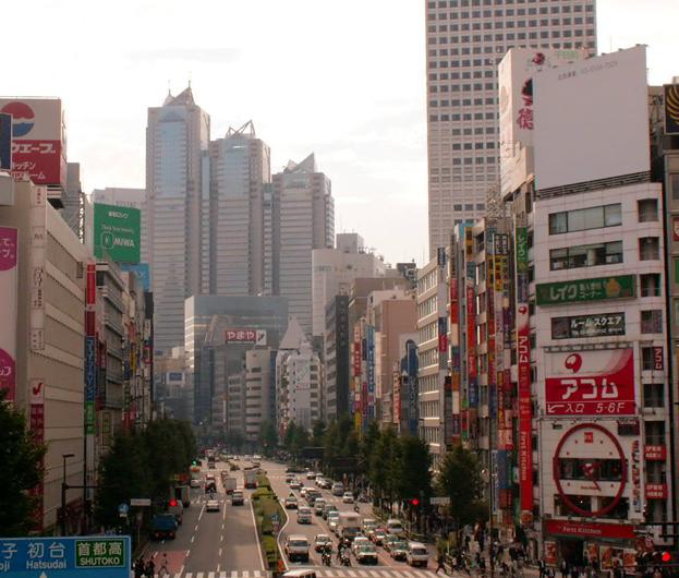 新宿駅南口から見たパークハイアット東京