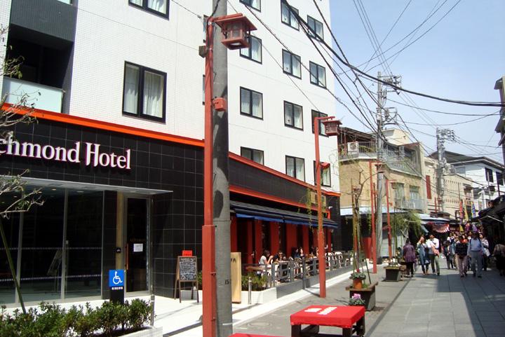 浅草の街並みに溶け込む工夫が見られるリッチモンドホテル浅草1階レストラン