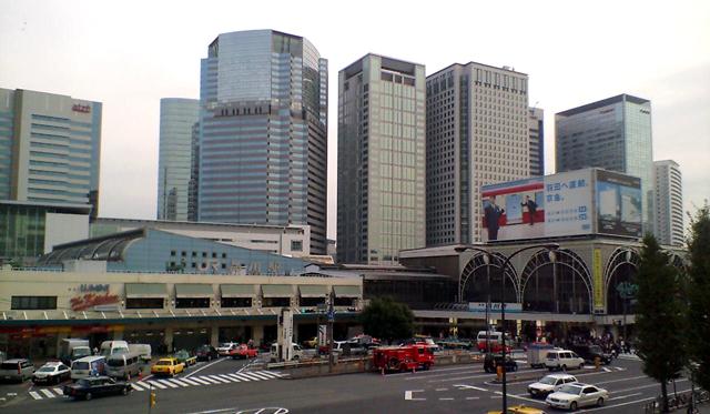 品川駅高輪口と汐留エリアのビル群