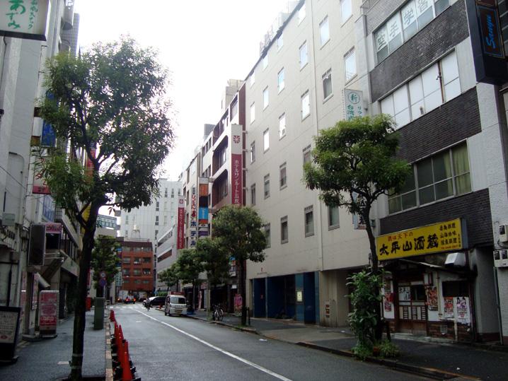 本館とアネックスが数軒おいて並ぶホテルサンルート五反田