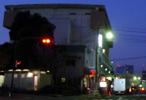 早朝の築地市場厚生会館